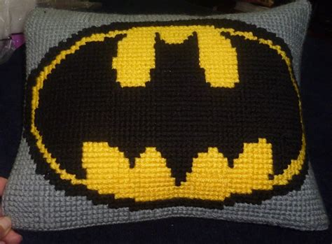 crochet pattern batman logo almohada batman crochet punto de cruz