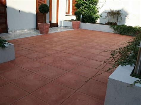 mattonelle per terrazzi esterni prezzi pavimentazione esterna pavimenti per esterni