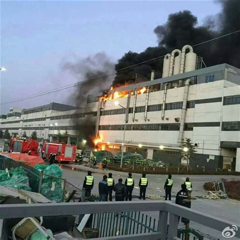 apple zhengzhou fire breaks out at foxconn s iphone manufacturing plant in