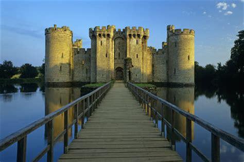 view   moat   bridge   gatehouse