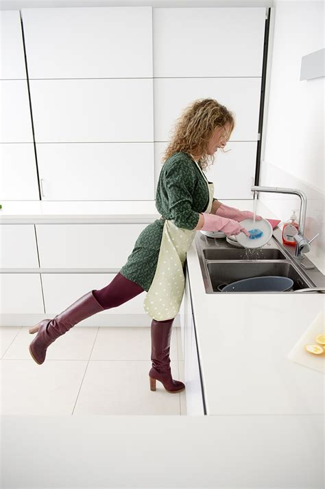Kitchen Sink Exercises How To Burn Calories In The Kitchen 5 Easy Exercises To
