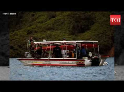 tourist boat sinks in colombia youtube six dead 31 missing after tourist boat in colombia sinks