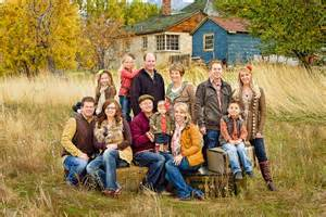 Backyard For Groups Large Family Portrait Poses Outside Www Imgkid The