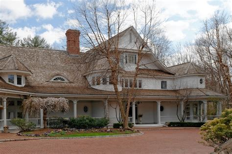director howard sells lakeside house for 27 5 million