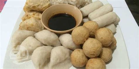 Pempek Sumsel pempek semakin terkenal sebagai kuliner khas palembang