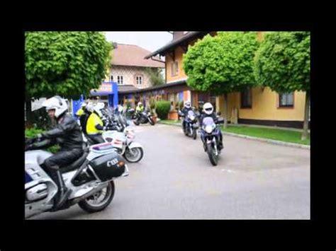 Fahrsicherheitstraining Motorrad Polizei Wien by 2x Motorrad Polizei Linz Doovi