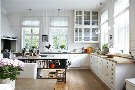 land küche dekorieren ideen schwarze hochglanz fliesen