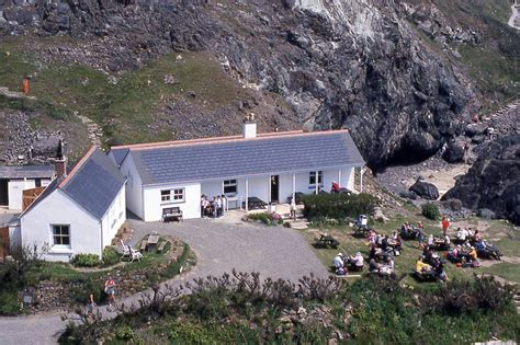 Kynance Cove Cottage by Malcolm Environmental Practices Adviser For The
