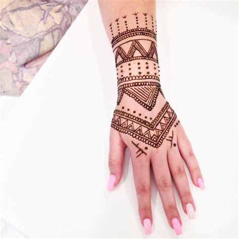 here s what you need to know about henna tattoos the