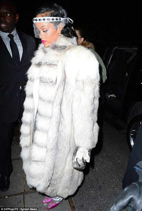 Cowhides International Fur Wearing Rihanna Receives Fashion Icon Award Fur Source