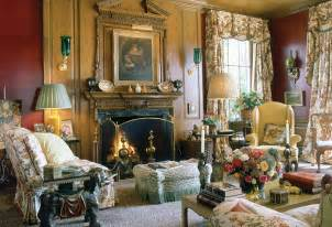 Is best known for his english country house style using chintz widely