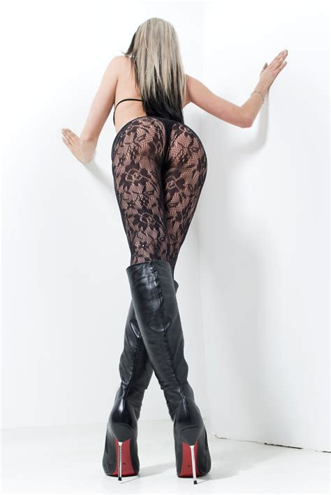 wear knee high boots also in summer time 2013