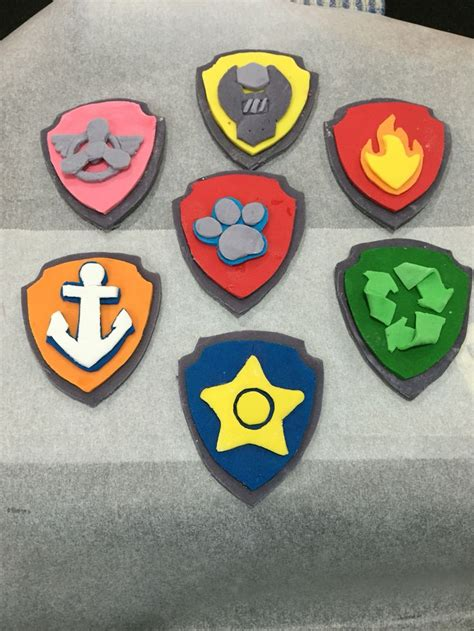 How To Make A Badge Out Of Paper - paw patrol fondant badges i made these by printing out a