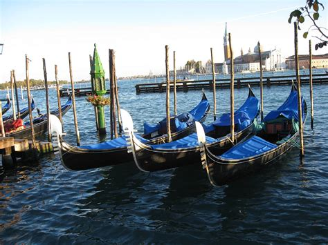 gondola boat venice venice boat gondola venice san giorgio gondola