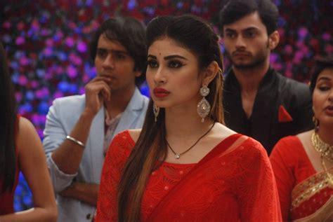 nagin 2 serial moni roy sari hd image mouni roy hot pictures mouni roy in naagin sexy images