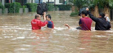Membuat Puisi Banjir | kumpulan puisi tema bencana alam