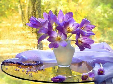 floreros y flores artificiales decoracion con flores y jarrones en el interior para la