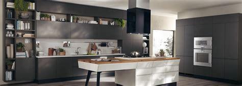 cucine con isola e tavolo cucine a isola con bancone snack o tavolo cose di casa