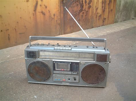 cassette radio player file radio cassette player jpg wikimedia commons