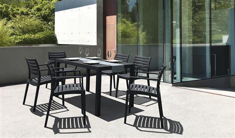 chaises salon de jardin peindre une chaise en plastique de jardin ciabiz