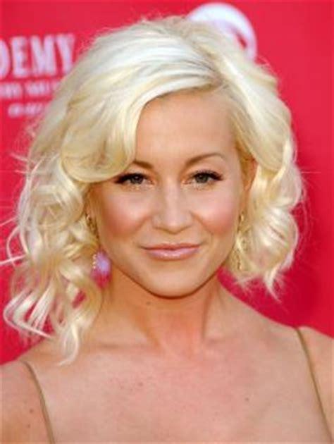 celebrity blonde sliced asymmetric bob kellie pickler s pictures kellie pickler hairstyles kellie pickler s