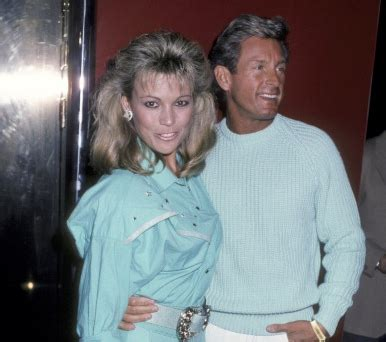 """vanna white opens up about """"devastating"""" loss of her fiancee"""