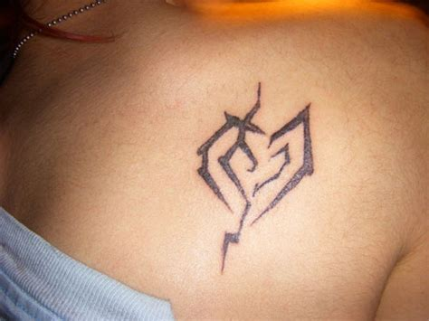 tribal broken heart tattoos 25 artistic broken tattoos creativefan