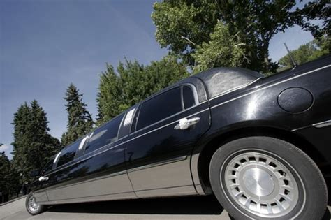 local limousine companies bellevue limo rentals find local bellevue limo rental