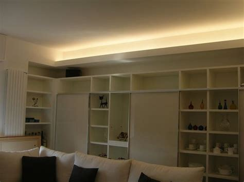 striscia led controsoffitto un soffitto illuminato con una striscia led strisce led