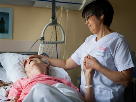 patient care news the face of lung cancer changes but image gallery lung cancer patients dying