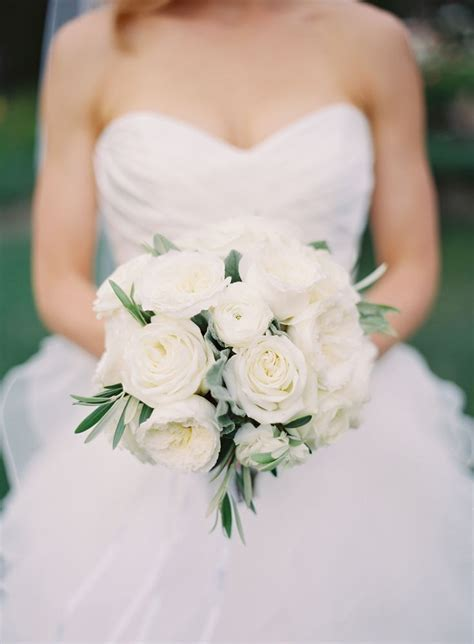 25  best ideas about White rose bouquet on Pinterest