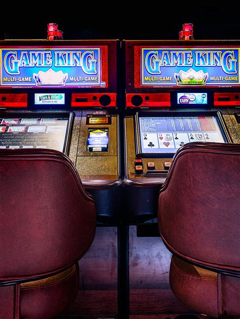 video house finding a video poker bug made these guys rich then vegas