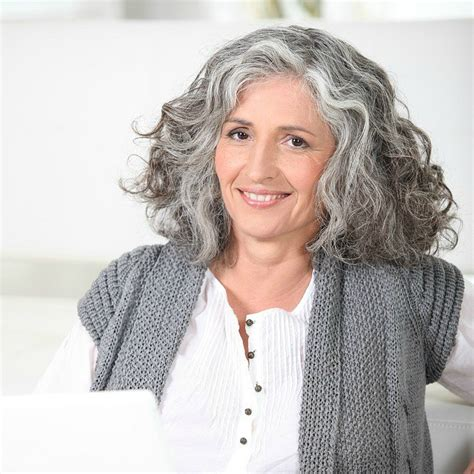 curly hair for 40 year 3 ways to wear gray hair over 40