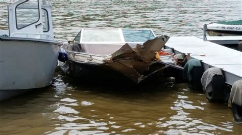 boat crash ohio river at least one injured in boat crash on ohio river 171 cbs
