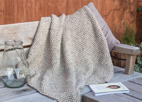 Blanket Knitting Patterns Uk by Snug A Seed Stitch Blanket Knitting Pattern Shortrounds