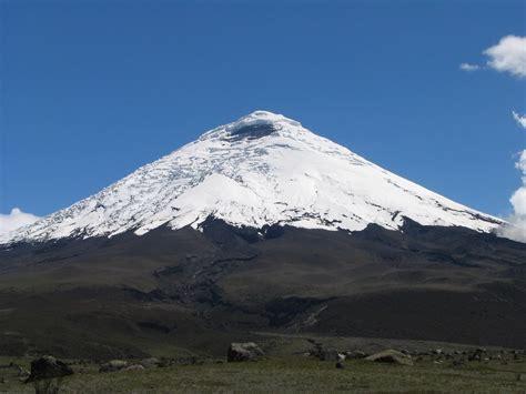 imagenes satelitales volcan cotopaxi eruption cotopaxi l equateur ferme le parc national et