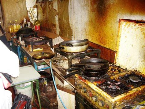 cucina cinese topi sporcizia cibo avariato tipico ristorante cinese