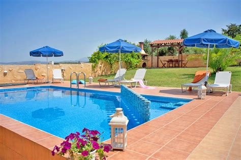 banken pool faciliteiten villa colorful agia marina