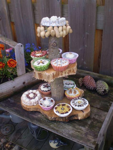 cupcakes etagere etagere vol met vogelvoer cupcakes leuke tuin decoratie