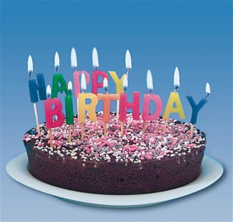 happy birthday kuchen 13 geburtstags kerzen happy birthday dekoration