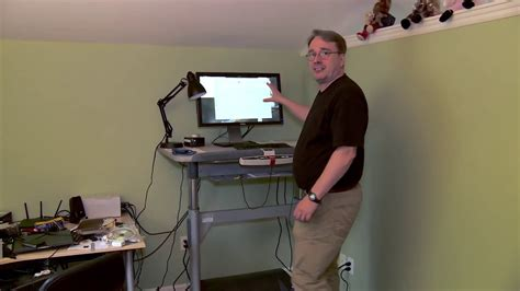 Working Desk linus torvalds shows off his home working desk