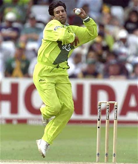 king of swing bowling pakistani cricket players biography wallpapers waseem akram