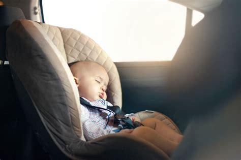wann kann baby greifen urlaub mit baby wann kann es losgehen mibaby magazin