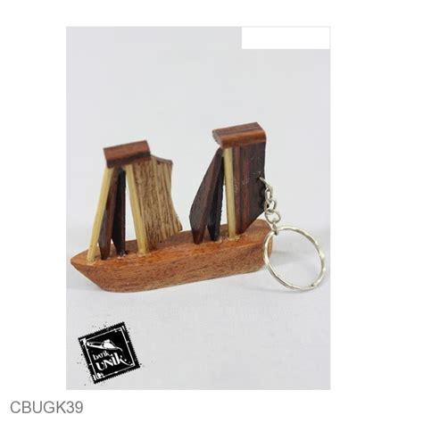Sepasang Gantungan Kuncimodel Yg Unik gantungan kunci miniatur kayu gantungan kunci etnik murah batikunik
