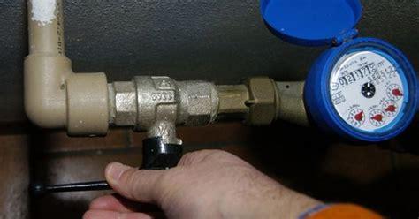 contatore gas in casa danneggiano i contatori e fingendosi tecnici rubano in