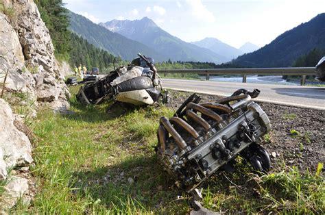 Motorradunfall 2 Tote 2015 by Ein Toter Und Drei Schwerverletzte Bei Motorradunfall In