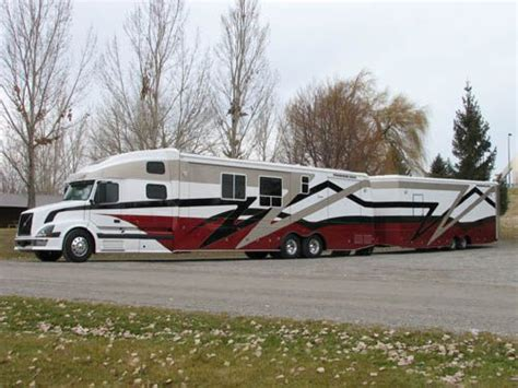custom semi trucks customized coach  exterior pictures pictures  themed  wheelers