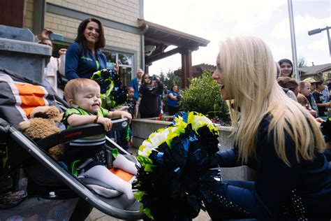 ronald mcdonald house seattle photos weehawk sea gals blue thunder visit seattle ronald mcdonald house seattle
