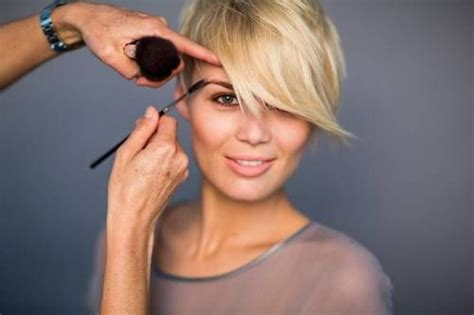 extra reoorter haircut extra host charissa thompson new haircut