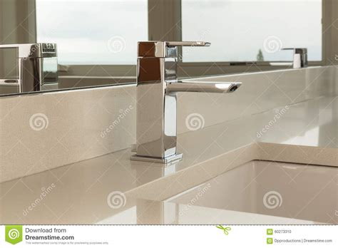 which side is water on a sink sink side view